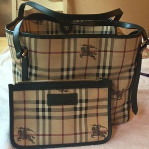 BURBERRY BAG WITH REMOVABLE WALLET 🐎🐎🐎🐎🐎🐎🐎